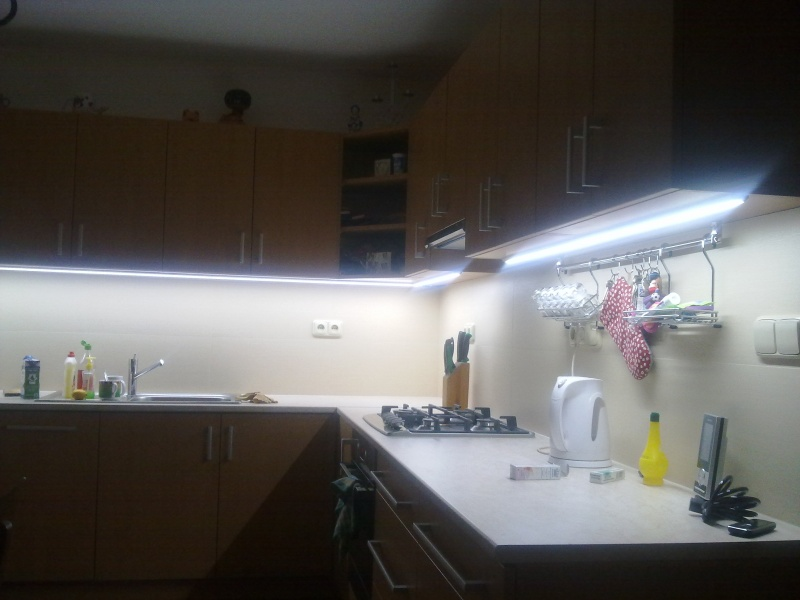 Luces led de colores led en la cocina - Luces led para cocinas ...